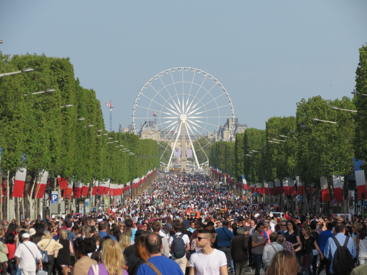 traafic-free-champs-elysees-today