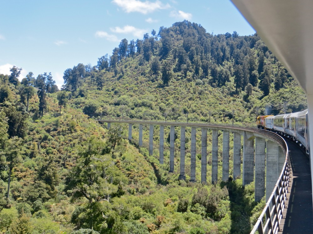 119-Northern_Explorer_on_Hapuawhenua_Viaduct