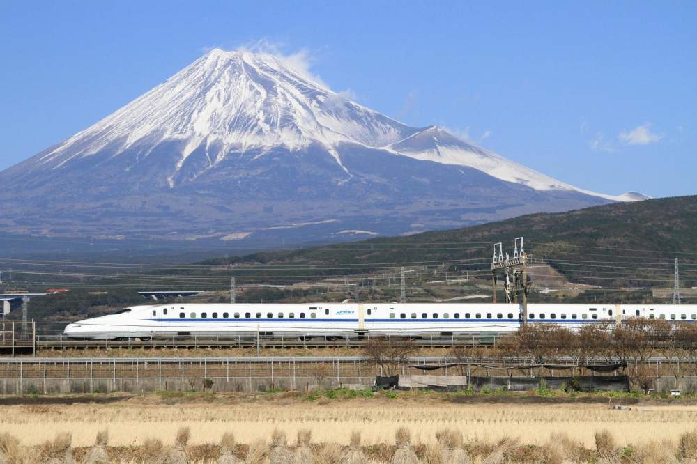 150-Shinkansen_N700_with_Mount_Fuji