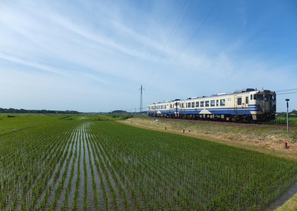 159-Gono_Line_train_departure_from_Torigata_Station_20170618