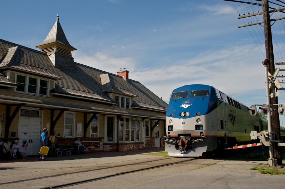 183-Amtrak-Adirondack_at_Fort_Edward_station