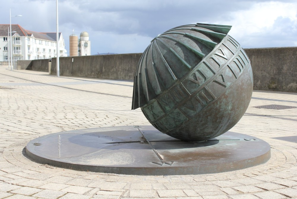 198-Globe_Sundial_Marine_Walk_Swansea