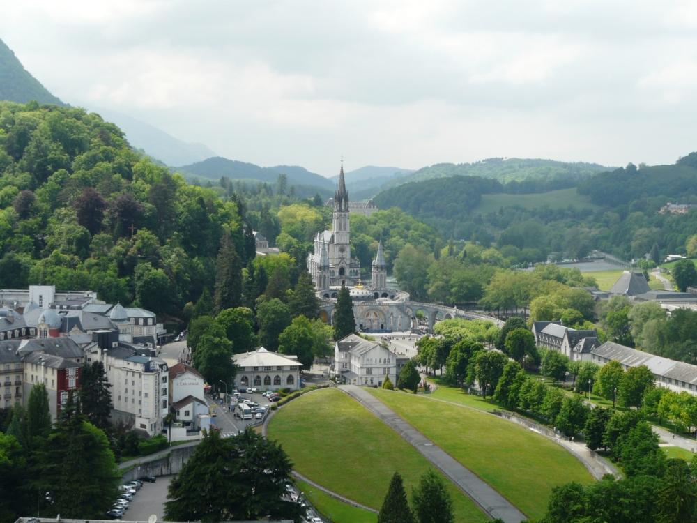 32-Lourdes_basilique_vue_depuis_château_(3)