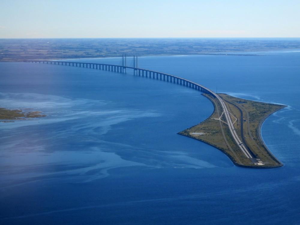 75-Øresund_Bridge_from_the_air_in_September_2015